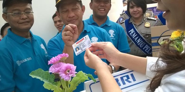 Kapolda Metro Jaya, Inspektur Jendral Tito Karnavian dalam peluncuran perkenalan SIM Online, Minggu (27/09/15).