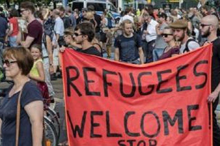 Dalam jajak pendapat skeitar 60% warga Jerman mendukung kebijakan Merkel menerima pengungsi.