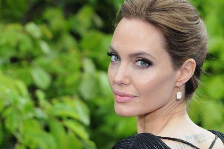 Angelina Jolie tidak merasakan beban karena ia terus menguatkan dan meyakinkan diri untuk tidak takut.