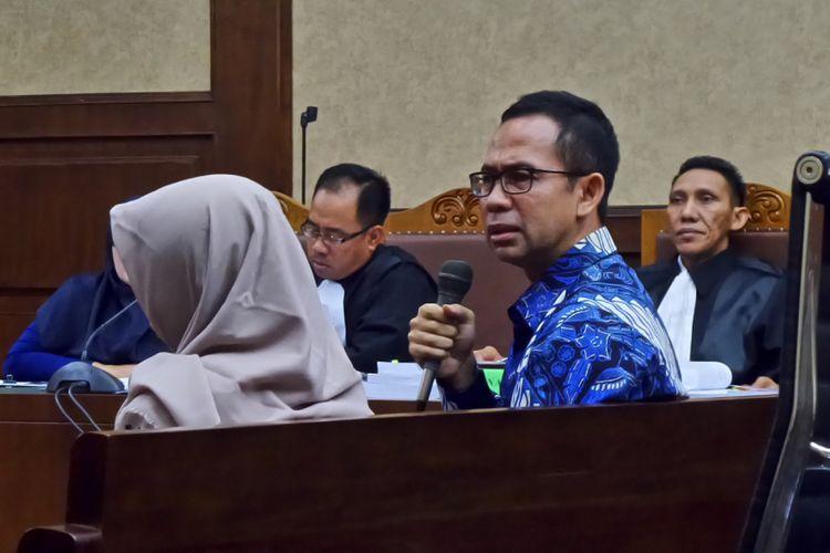 Tubagus Chaeri Wardana alias Wawan bersaksi untuk terdakwa mantan Gubernur Banten, Atut Chosiyah, di Pengadilan Tipikor Jakarta, Rabu (12/4/2017).