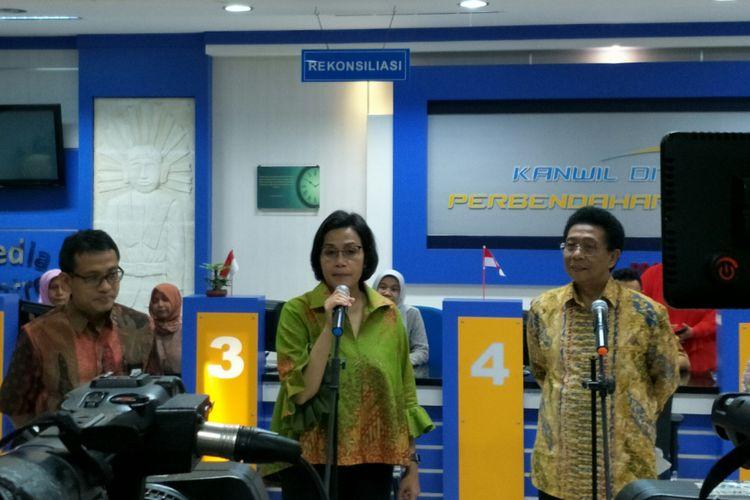 Menteri Keuangan Sri Mulyani di Kantor KPPN VII Jakarta, Jumat (21/18/2018)
