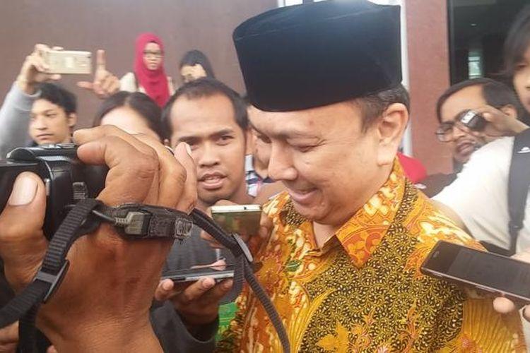 Perwakilan keluarga Dahlan Iskan memberikan surat pemberitahuan ke Kantor Kejati Jatim, Senin (6/2/2017).