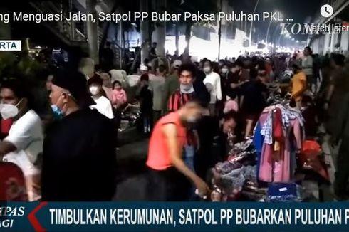 Satpol PP Bubarkan PKL di Jatinegara karena Timbulkan Kerumunan dan Abaikan Prokes