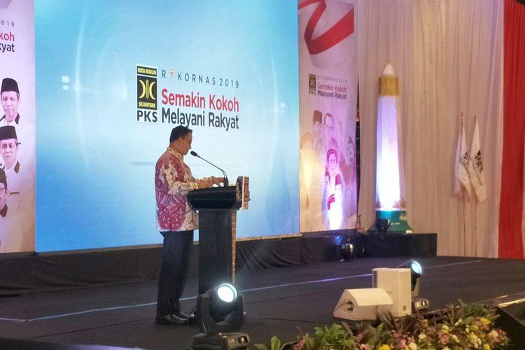 Gubernur DKI Jakarta Anies Baswedan memberikan kata sambutan dalam pembukaan Rapat Koordinasi Nasional (Rakornas) Partai Keadilan Sejahtera (PKS) di Hotel Bidakara, Jakarta, Kamis (14/11/2019).