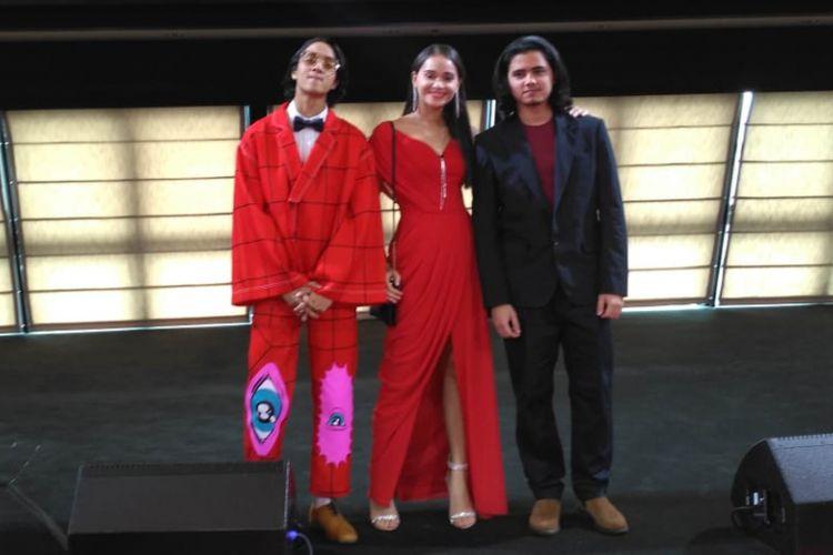 (dari kiri) Para pemain film Asal Kau Bahagia, Dewa Dayana, Aurora Ribero, dan Aliando Syarief saat acara red carpet film tersebut di Genting Dream Cruise, Port Klang, Malaysia, Kamis (20/12/2018).