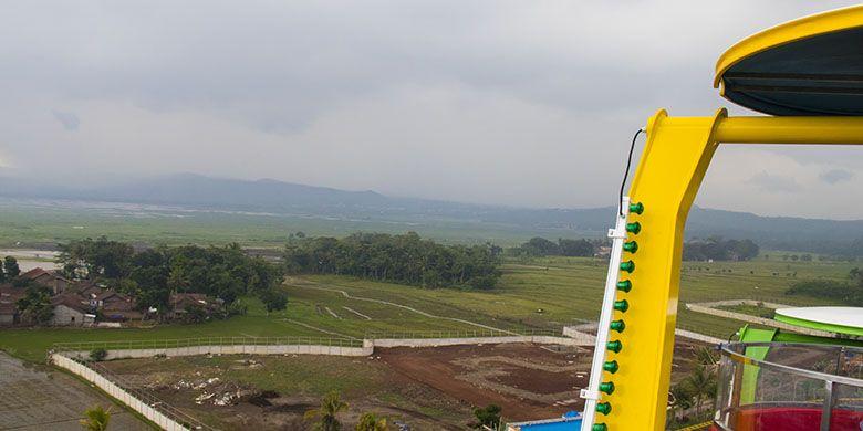 Panorama yang tersaji dari wahana Cakrawala di Saloka Theme Park