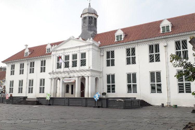 Museum Fatahillah adalah salah satu objek wisata di kawasan Taman Fatahillah, Jakarta Barat yang menjadi tujuan terpopuler pengunjung di Kota Tua.