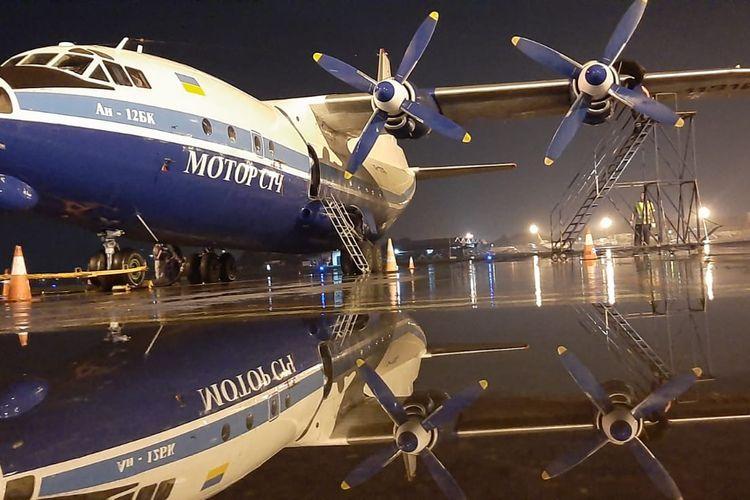 Pesawat Cargo tipe Antonov AN12.
