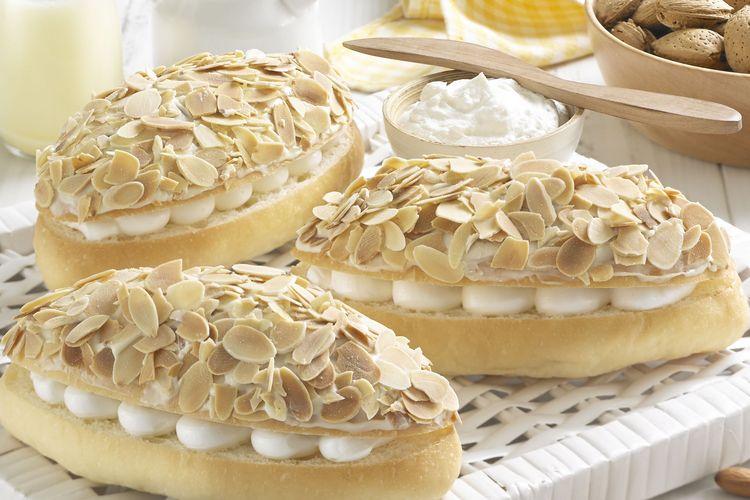 Almond Blanc menu favorit pembeli BreadTalk selama 17 tahun perjalanan BreadTalk