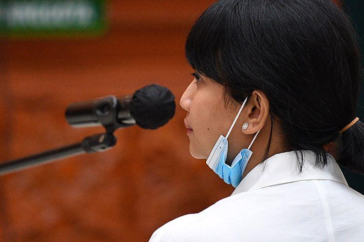 Terdakwa kasus penyalahgunaan obat golongan psikotropika Vanesza Adzania alias Vanessa Angel mengikuti sidang perdana di Pengadilan Negeri Jakarta Barat, Jakarta, Senin (31/8/2020). Vanessa Angel didakwa atas kepemilikan psikotropika golongan IV yaitu 20 pil xanax.