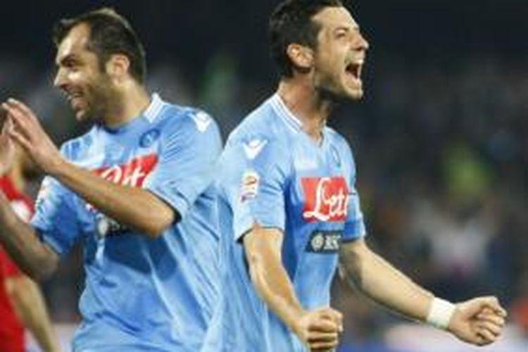 Dua pemain Napoli, Goran Pandev (kiri) dan Blerim Dzemaili (kanan), bergabung ke Galatasaray.