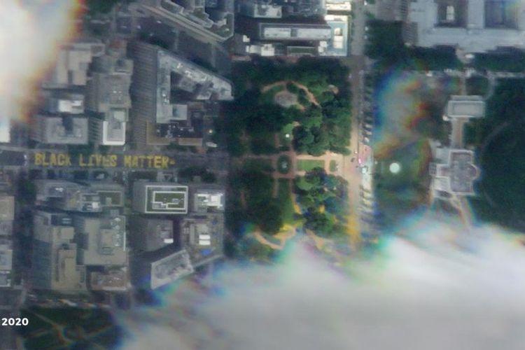 Satelit SkySat yang dioperasikan oleh Planet Labs, Inc menangkap gambar pesan Black Lives Matter yang dilukis di 16th Street di Washington DC, Amerika Serikat.