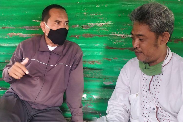 Masdawi Dahlan (kiri) dan Mohammad Ghozi (kanan) jurnalis senior di Kabupaten Pamekasan yang pernah terpapar Covid-19 dan kini sudah sembuh. Mereka sama-sama menjalani kehidupan baru dan hidup lebih sehat dengan protokol kesehatan.