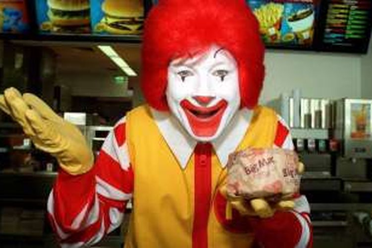 Figur Ronald di Restoran McDonald's
