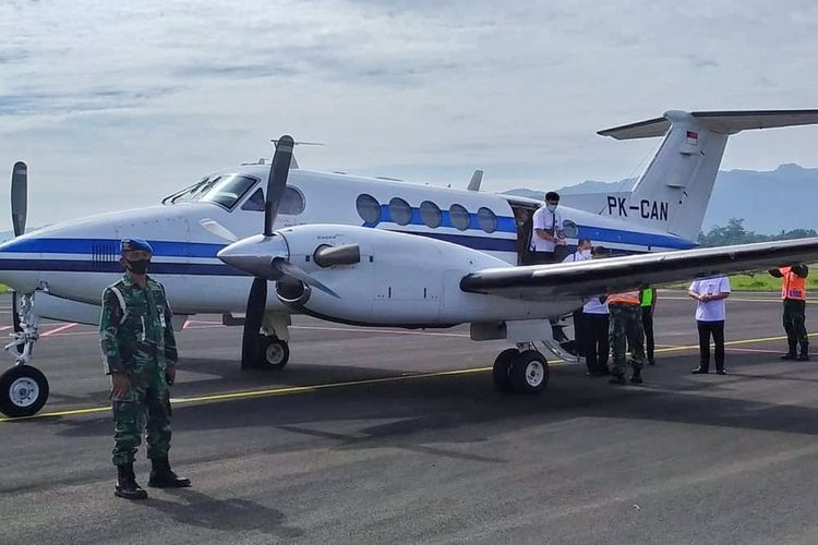 Rombongan Dirjen Perhubungan Udara (Hubud) Kementerian Perhubungan (Kemenhub) disambut jajaran pejabat Pemkab Purbalingga saat mengunjungi bandara Jenderal Besar Soedirman, Minggu (31/1/2021).
