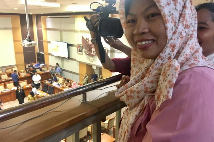 Baiq Nuril Maqnun, sangat bahagia setelah permohonan amnestinya disetujui komisi III DPR RI secara aklamasi oleh seluruh fraksi, Rabu (24/7/2019).