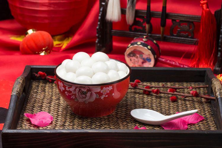 Ilustrasi tangyuan, kuliner tradisional khas China.