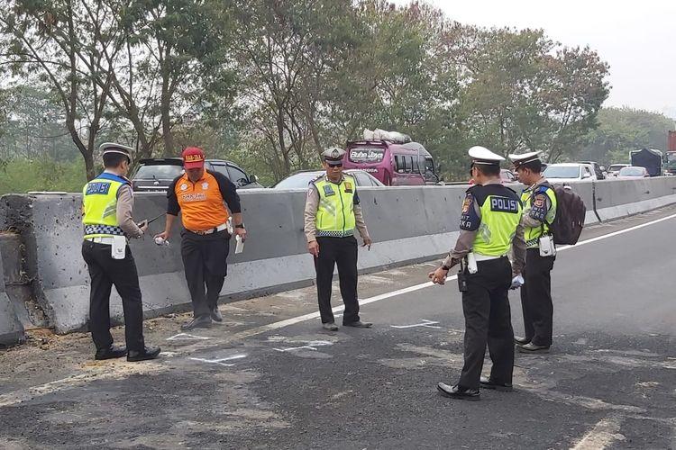 Polisi gelar olah TKP kecelakaan beruntun Tol Cipularang