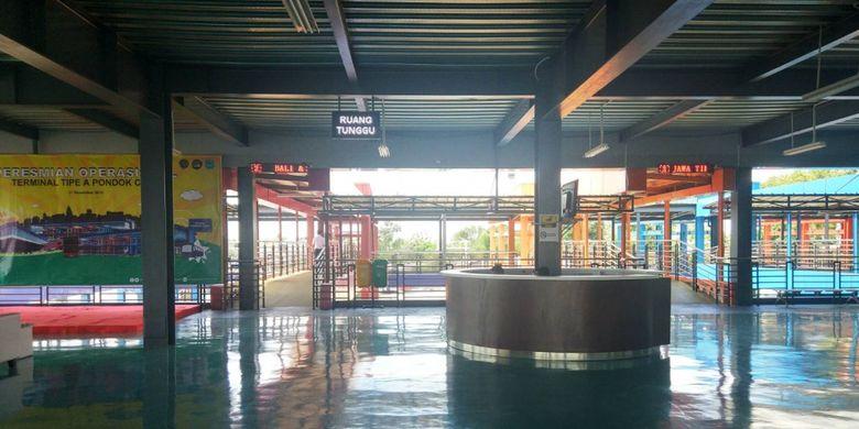 Ruang tunggu penumpang berada di lantai 2 bangunan Terminal Pondok Cabe, Tangerang Selatan (2/1/2019).