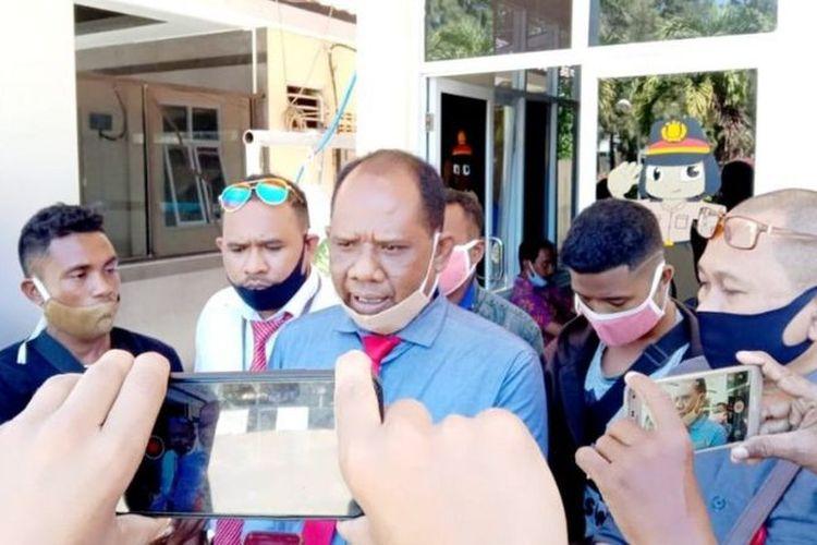 Kuasa hukum masyarakat adat Besipae, Ahmad Bumi, mengungkapkan selain melaporkan pengrusakan rumah yang mereka alami, masyarakat adat akan menggugat pemerintah daerah terkait sengketa lahan.
