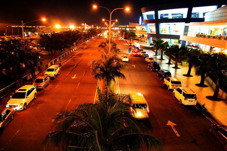 Ilustrasi jalan raya pada malam hari yang rawan begal.