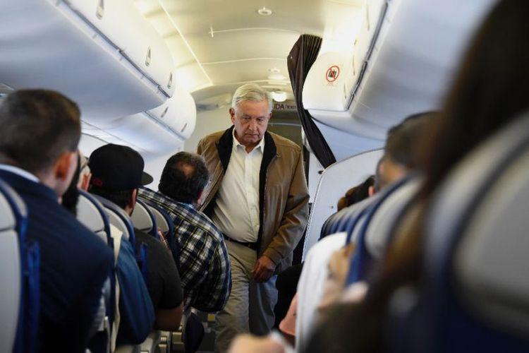 Presiden Meksiko Andres Manuel Lopez Obrador selalu bepergian dengan penerbangan komersial, bahkan duduk di kelas ekonomi (AFP/ALFREDO ESTRELLA)