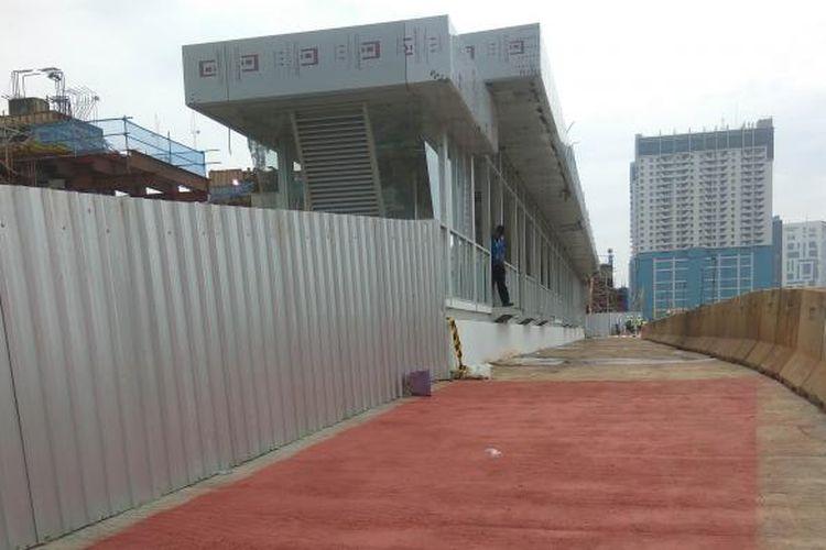 Halte transjakarta Lebak Bulus yang baru dibangun PT MRT untuk rekayasa lalu lintas pembangunan dipo MRT Lebak Bulus, Jumat (28/10/2016).