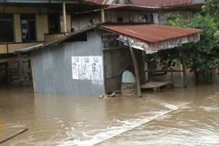 Ilustrasi: Pemukiman warga di Kabupaten Bone, Sulawesi Selatan yang terendam banjir akibat luapan sungai Walannae serta pendangkalan Danau Tempe, Selasa (2/7/2013).