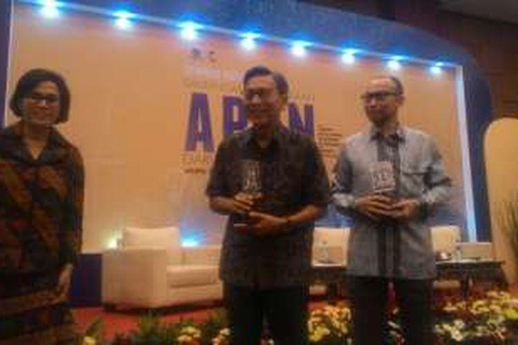 Menteri Keuangan Sri Mulyani, Wakil Presiden ke-11, dan Mantan Menteri Keuangan Chatib Basri (Kiri ke kanan) di Kantor Kementerian Keuangan, Jakarta, Rabu (30/11/2016)