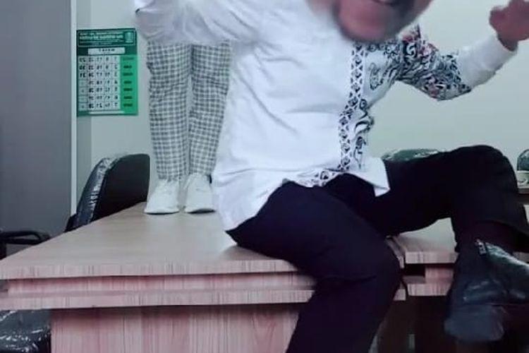 screenshot video tik tok pejabat dinas Pemkab Bondowoso yang menjadi soroatan warga