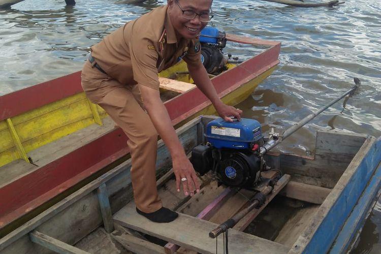 Kadisdik Nunukan H.Junaedi SH saat melakukan monitoring di sskolah wilayah kecamatan Sembakung untuk mencapai sekolah harus menyusuri sungai dengan jarak lumayan jauh bahkan ada yang 6 jam dari desa satu ke desa lainnya