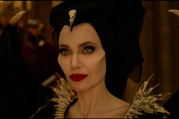 Angelina Jolie dalam film Maleficent: Mistress of Evil.