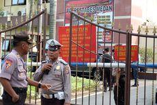 Polisi Bersenjata Laras Panjang dan Mobil Penjinak Bom Siaga di Polresta Padang
