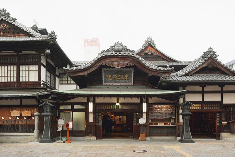 Bangunan luar Dogo Onsen di Kota Matsuyama, Prefektur Ehime, Jepang.