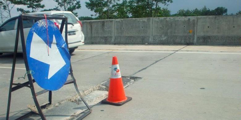 Pejagan yang dikelola oleh PT Bakrie Toll Road, Rabu (12/12/2012), di Cirebon, Jawa Barat. Jalan tol swasta yang menghubungkan Jawa Barat dengan Jawa Tengah.