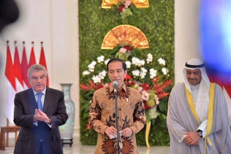Presiden Jokowi bertemu dengan Presiden Komite Olimpiade Internasional (IOC) Thomas Bach dan Presiden Dewan Olimpiade Asia (OCA) Ahmad Al-Fahad Al-Sabah di Istana Bogor, Sabtu (1/9/2018).