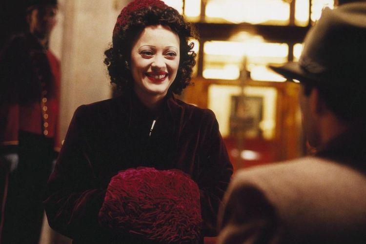 Cuplikan adegan dalam film La Vie En Rose.