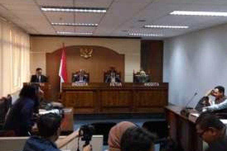 Komisi Informasi Pusat (KIP) menggelar sidang Sengketa Informasi Publik antara Komisi untuk Orang Hilang dan Korban Tindak Kekerasan (KontraS) dengan Kementerian Sekretariat Negara RI (Kemensetneg), di Gedung Graha PPI Lantai 5, Jalan Abdul Muis, Jakarta Pusat, Selasa (2/8/2016).