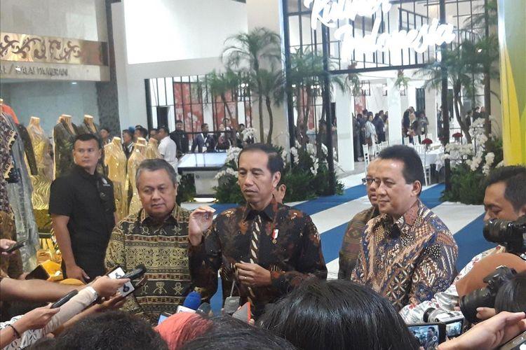 Gubernur Bank Indonesia Perry Warjiyo, Presiden Joko Widodo, dan Kepala Bekraf Triawan Munaf di Jakarta, Jumat (12/7/2019).