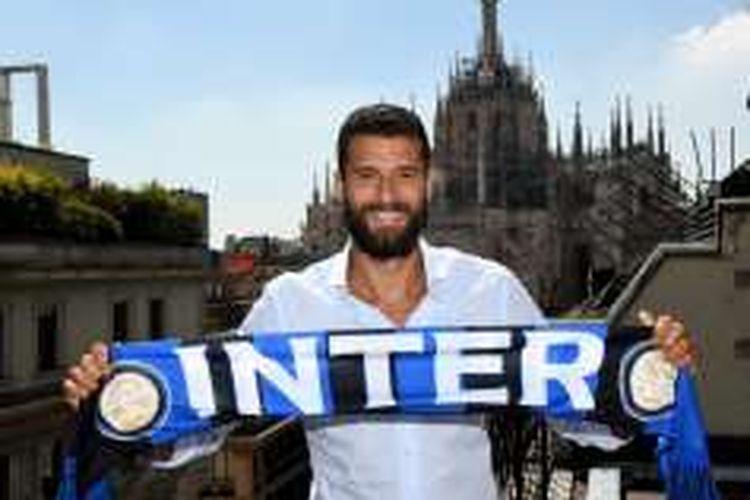 Gelandang tim nasional Italia, Antonio Candreva, resmi bergabung ke Inter Milan pada Rabu (3/8/2016) waktu setempat.