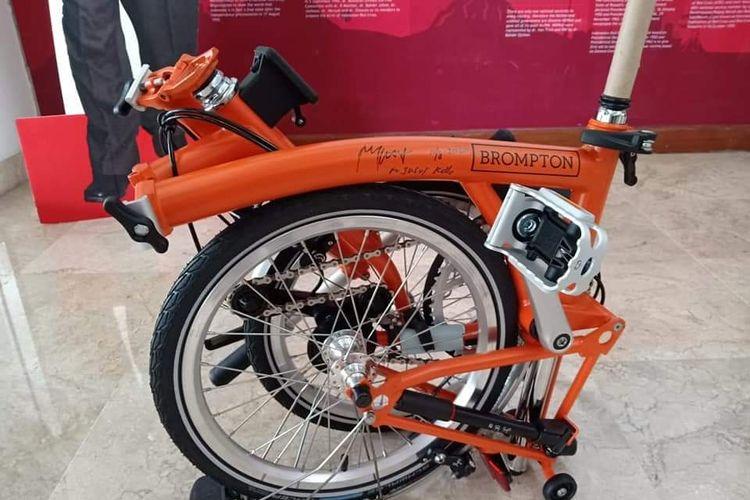 PMI DKI Jakarta melelang satu unit sepeda Brompton untuk giat kemanusiaan.