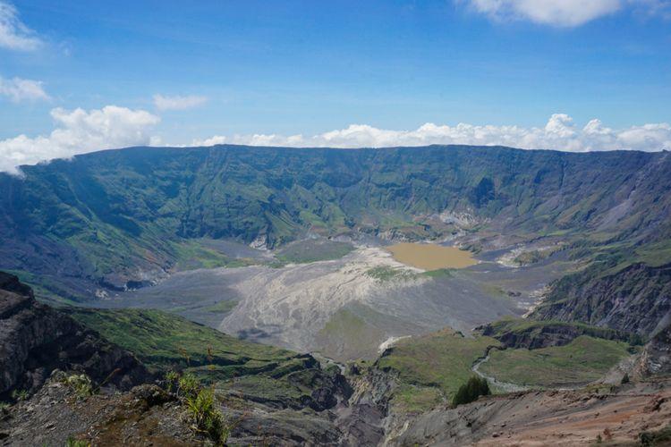 Panorama Gunung Tambora di Pulau Sumbawa.