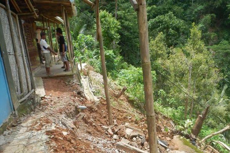 Foto : Inilah kondisi tanah longsor yang menerjang Dusun Pucang Palet, Desa Nogosari, Kecamatan Ngadirojo, Kabupaten Pacitan. (Foto : Pujono)