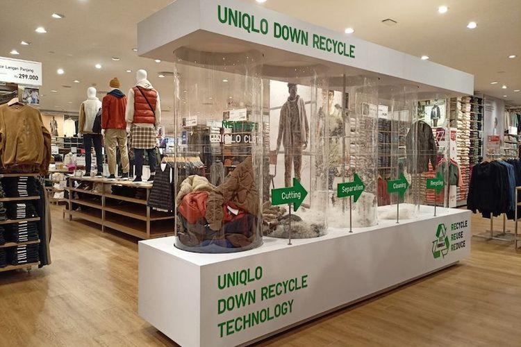 Instalasi The Art and Science of LifeWear di toko Uniqlo di Pondok Indah Mall 3 Jakarta.