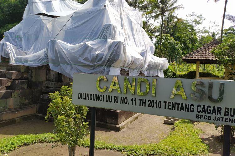 Candi Asu di Desa Sengi, Kecamatan Dukun, Kabupaten Magelang, ditutup plastik UV untuk antisipasi dampak hujan abu Gunung Merapi, Kamis (4/2/2021).