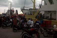 Kapten Tak Punya Izin Berlayar, Ratusan Calon Penumpang Kapal Telantar