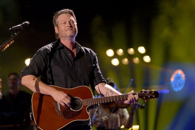 Penyanyi country Blake Shelton tampil di panggung CMA Music Festival di Nissan Stadium, Nashville, Tennesse, pada 8 Juni 2018.