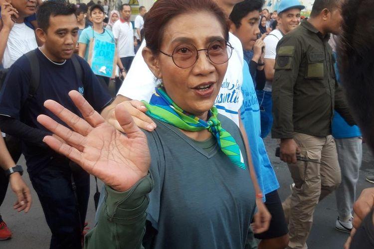 Menteri Susi Pudjiastuti saat pawai bebas plastik di Jakarta, Minggu (21/7/2019).