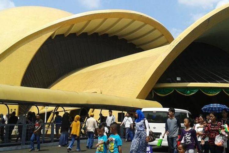 Teater Imax Keong Emas di Taman Mini Indonesia Indah (TMII), Jakarta Timur.