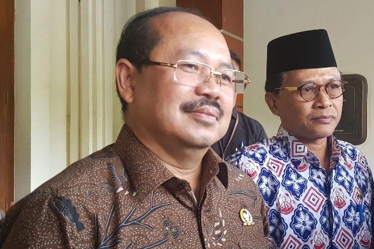 Ketua Ombudsman RI Amzulian Rifai usai bertemu Menko Polhukam Mahfud MD di Kantor Kemenko Polhukam, Medan Merdeka Barat, Jakarta Pusat, Selasa (21/1/2020).